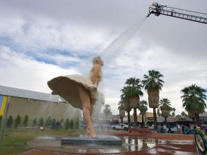 Giant Marilyn Monroe Moons Palm Springs Museum; Some Want It Canceled
